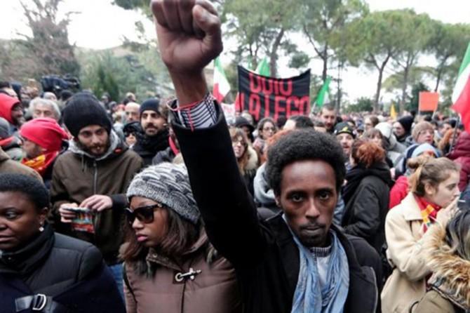 İtalya'da ırkçılık karşıtı yürüyüş