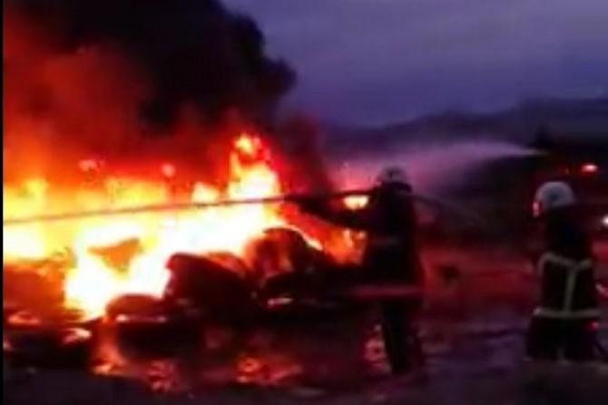 Elazığ'da lastik deposunda yangın