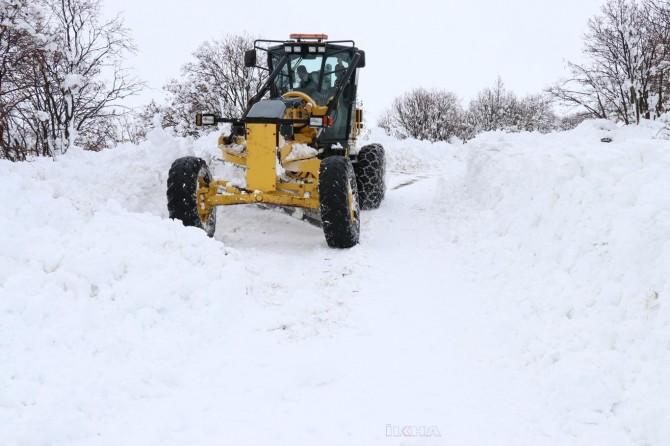 Van'da kar yağışı: 20 köyyolu kapandı