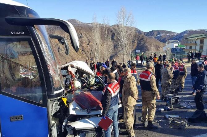 Bus, van collide head on 4 dead, 7 injured