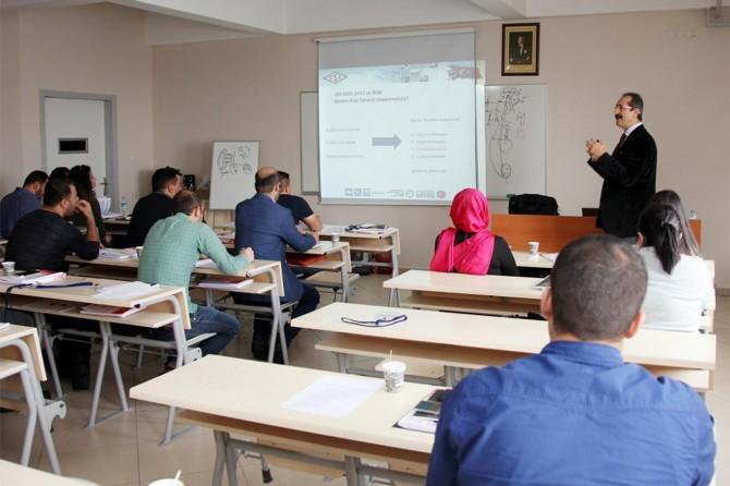 AİÇÜ'de Kalite Yönetim Sistemi Bilgilendirme toplantısı yapıldı