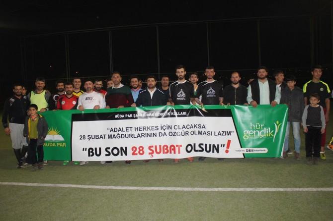 Gençlerden 'Bu Son 28 Şubat Olsun' temalı futbol maçı