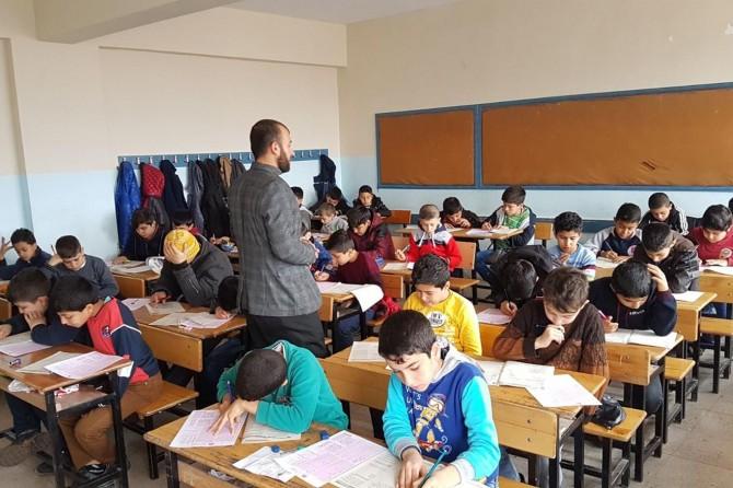 Şanlıurfa'da 30 bin kişi Siyer Sınavı'na katıldı