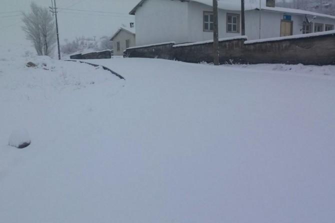 Yoğun kar yağışı nedeniyle 133 yerleşim yeri ulaşıma kapandı