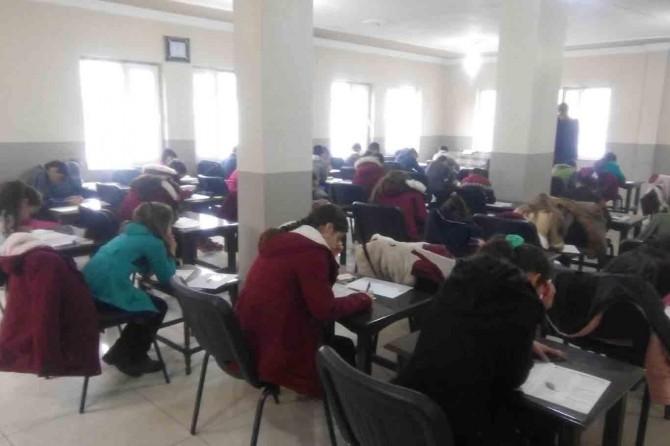 Okul tahsis edilmeyince taziye evinde Siyer Sınavı'na girdiler