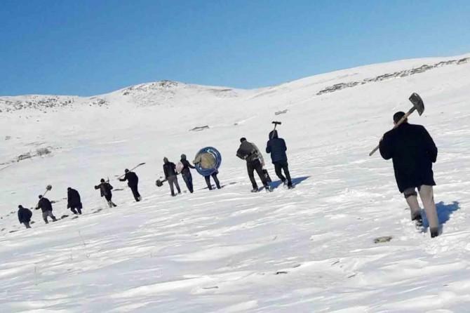 VASKİ ekibi Karlı dağları aşarak arızayı giderdiler