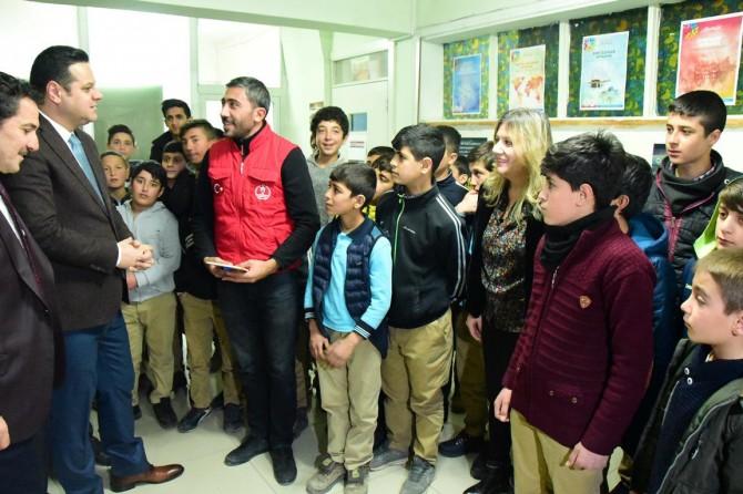Öztürk İpekyolu Gençlik Merkezini ziyaret etti