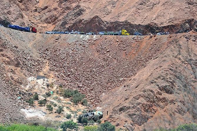 Peru'da yolcu otobüsü uçuruma yuvarlandı