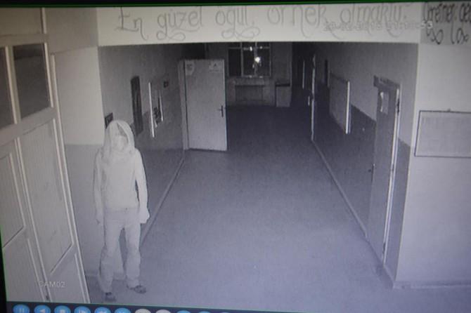 Hırsızlar okula dadandı