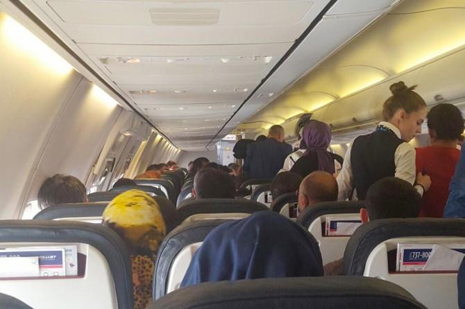 Yolcusunun rahatsızlandığı uçakta panik yaşandı