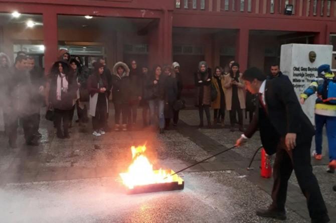Öğretmen ve idarecilere yönelik yangın tatbikatı
