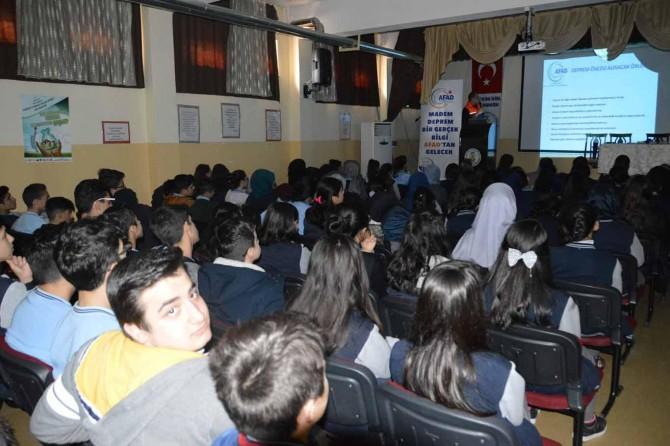 Öğrencilere deprem hakkında seminer