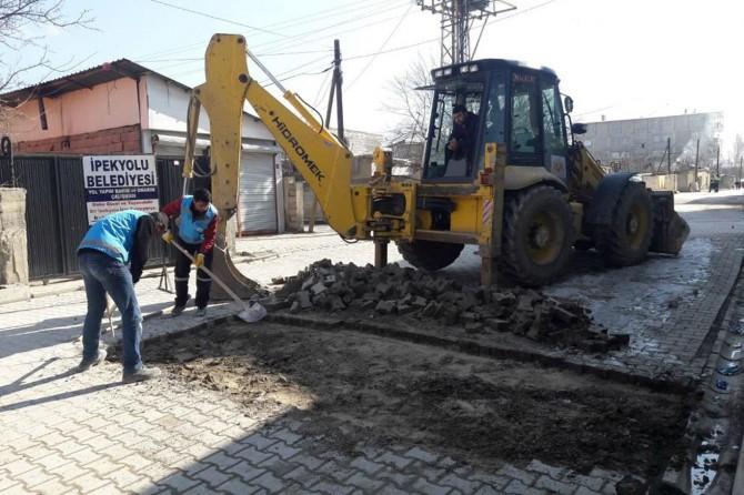 İpekyolu'nda yol bakım ve onarım çalışmaları devam ediyor