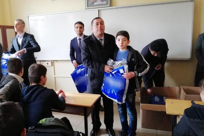 Sason'da öğrencilere giyim yardımı