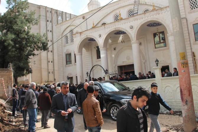 Kızıltepe'de 3 katlı bin 500 kapasiteli cami ibadete açıldı