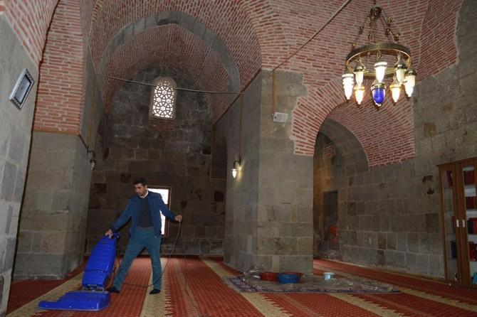 Restorasyonu biten tarihi camilerin sorunları sürüyor