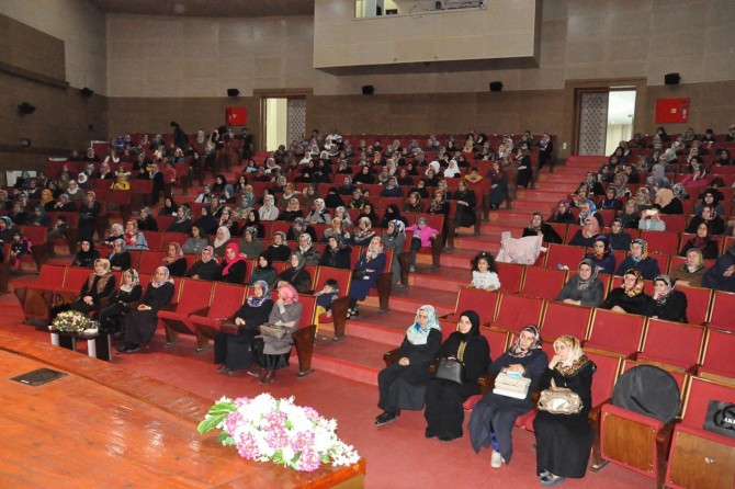 """""""Adalet ve Hakkaniyet Bağlamında Kadın"""" konferansı verildi"""