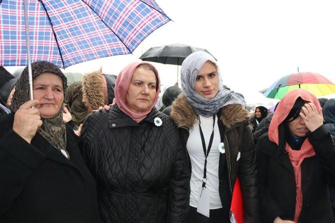 Srebrenitsa anneleri de Vicdan Konvoyu'nda