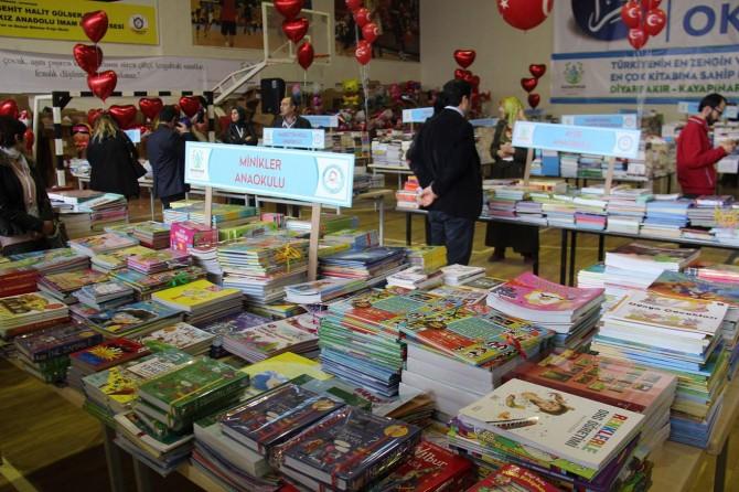 Öğrencilere 500 bin kitap dağıtıldı