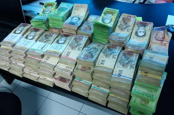Venezuela'da para kâğıttan bile daha değersiz