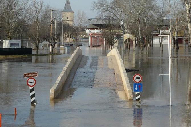 """Tunca Nehri'nde """"kırmızı alarm"""""""