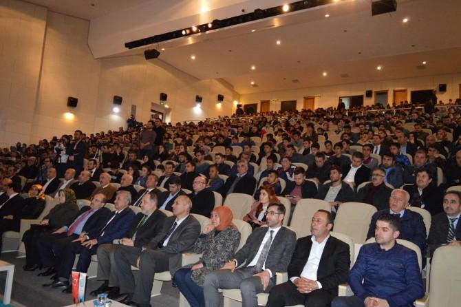 """""""Türkiye'de Darbeler, Anayasalar ve Siyaset"""" temalı konferansı düzenlendi"""