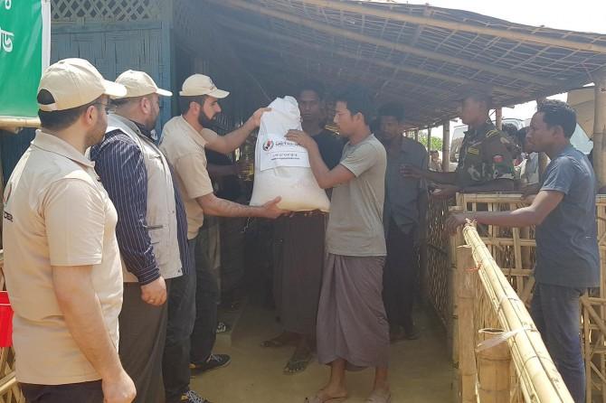 Avrupa Yetim-Der'den Arakanlı mültecilere gıda yardımı