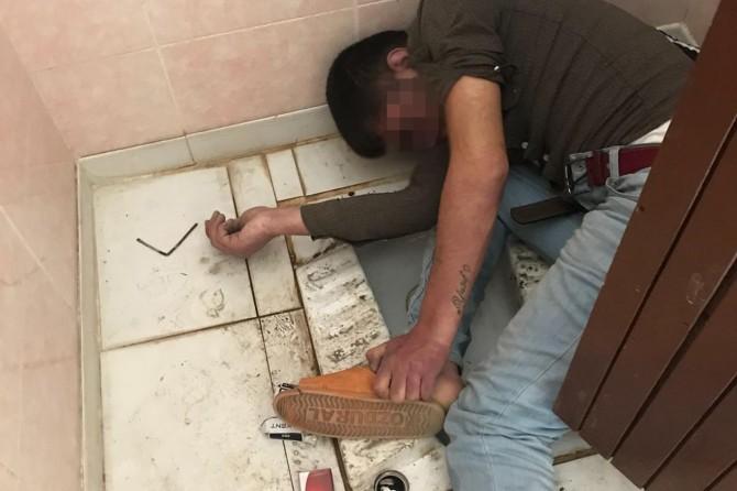 Uyuşturucu kullanan genç tuvalette ölü bulundu