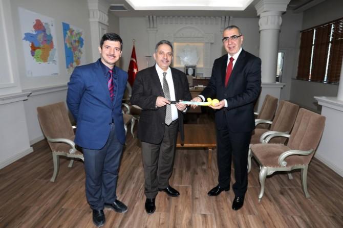 Hokey temsilcilerinden Van Büyükşehir Belediyesine ziyaret