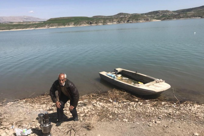 Balıkçı ağına el bombası takıldı