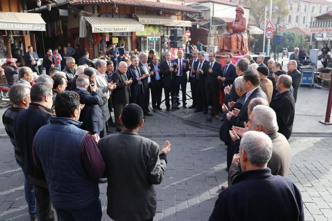 Gaziantep esnafı Regaip Kandili günü işe dua ile başladı