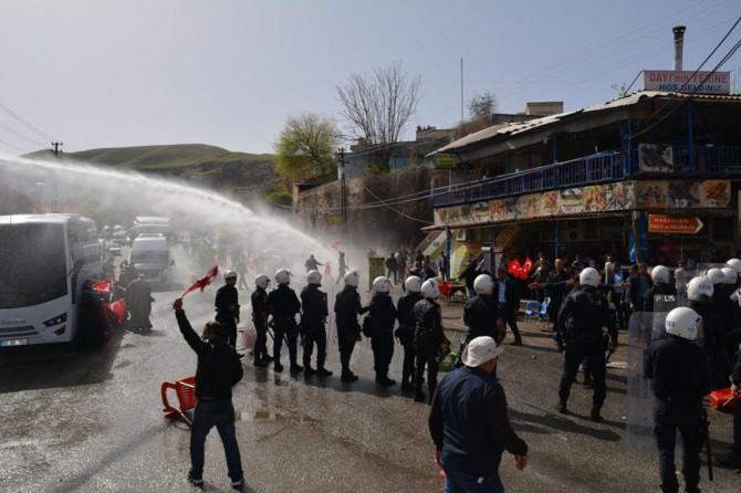 Hasankeyflilerin hak talebi eylemine polis müdahalesi