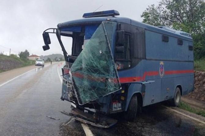 Cezaevi aracı kaza yaptı: 7 yaralı
