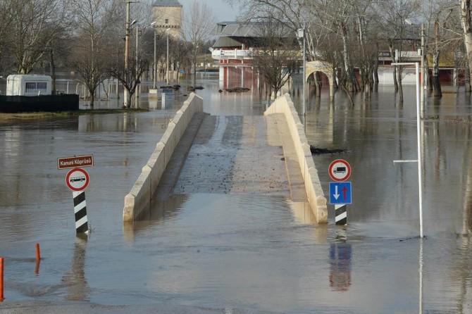 """Edirne'de nehirlerde """"kırmızı"""" taşkın alarmı"""