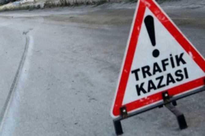 Malatya'da öğrenci servisiyle otomobil çarpıştı