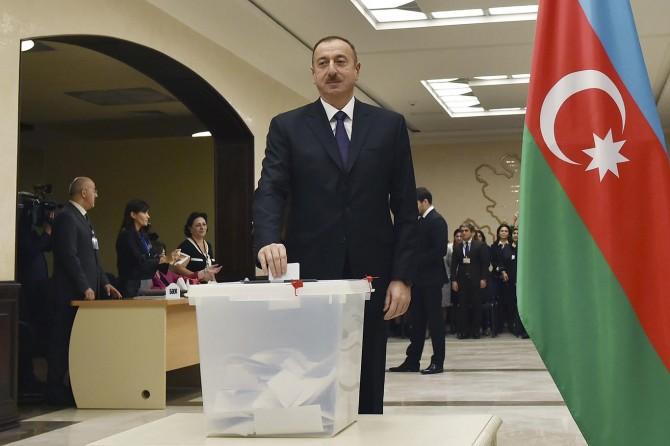 Azerbaycan'da seçimi Aliyev kazandı
