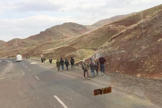 Afganlı göçmenlerin çileli yolculuğu bitmek bilmiyor