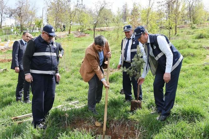 Muş'ta 'Her Mezarlığa Bir Ağaç' projesi