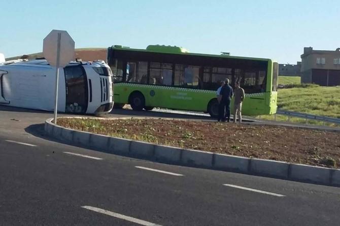 Aşağıkonak'ta belediye otobüsü ile minibüs çarpıştı: 10 yaralı