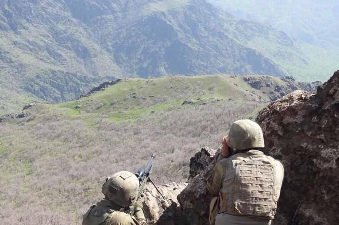 Ağrı Dağı'nda 2 PKK'li öldürüldü