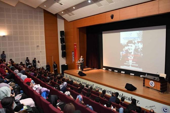 Üniversitelilere Aliya İzzetbegoviç'in mücadelesi anlatıldı