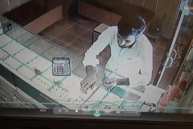 Nusaybin'de hırsızlık anı kameraya yansıdı