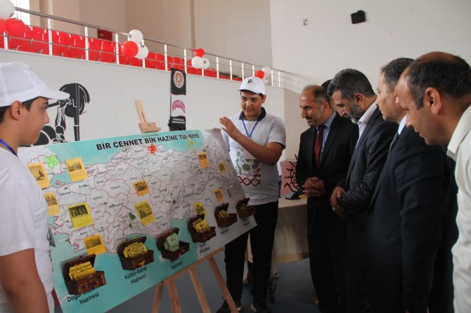 İmam Hatip Öğrencileri TÜBİTAK Bilim Fuarında projelerini sergiledi