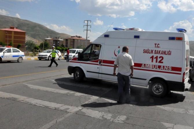 Bitlis'te trafik kazası: 2 ölü 3 yaralı