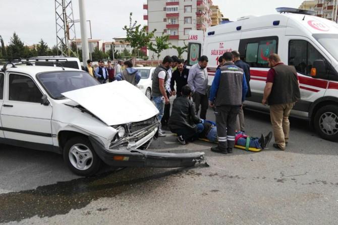 Siverek'te trafik ışıkları olmayan kavşakta kaza: 2 yaralı