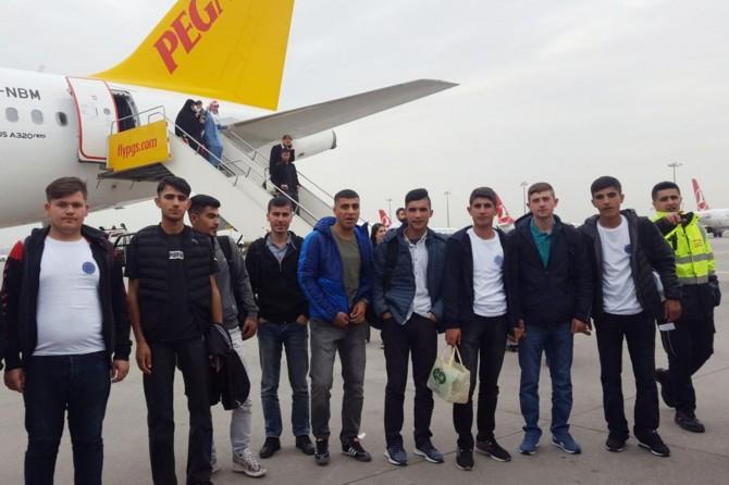 Öğrenciler staj için Avrupa'ya gittiler