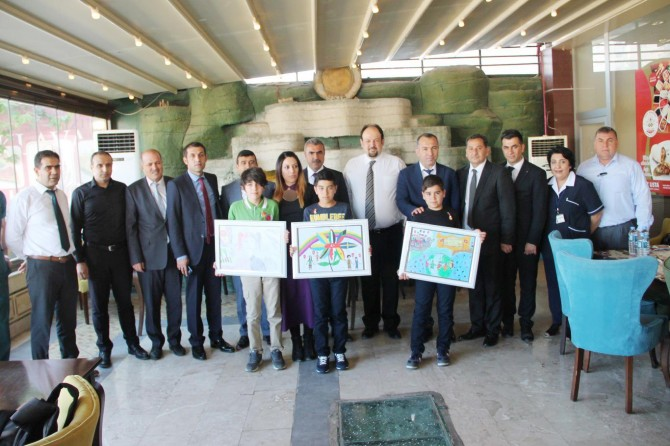 Resim yarışmasında dereceye giren öğrenciler ödüllendirildi