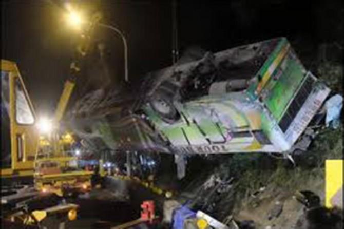 Kuzey Kore'de otobüs köprüden düştü: 36 ölü