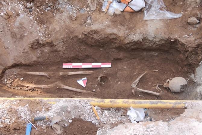 Kazı esnasında bulunan insan iskeleti çıkarıldı