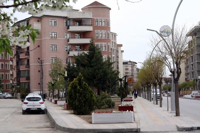Büyükşehir'in İki Nisan Caddesindeki park çalışmaları tamamlandı